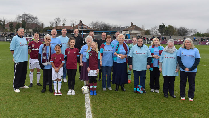 Any Old Irons members were mascots for Sunday's 妇女's Super League fixture