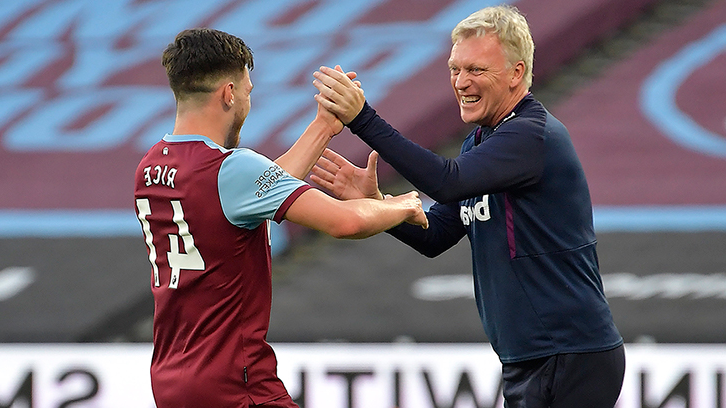 莫耶斯 celebrates with Declan Rice