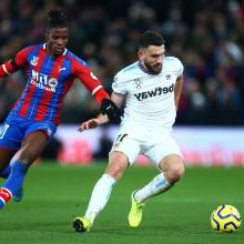 Snodgrass takes on Wilfried Zaha