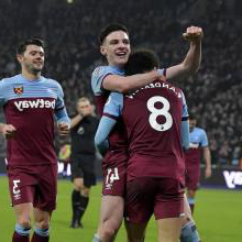 费利佩·安德森 celebrates with Declan Rice