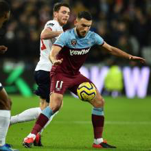 Robert Snodgrass for 新万博体育 against Liverpool