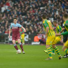新万博体育 midfielder Declan Rice against West Brom