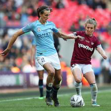 新万博体育's Kate Longhurst vies for the ball against Manchester City
