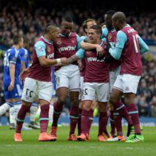 Manuel Lanzini celebrates scoring at Chelsea in March 2016