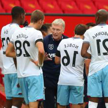 David Moyes gives instructions to his team at Manchester United