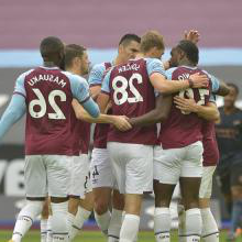 West Ham celebrate their goal against 曼彻斯特城