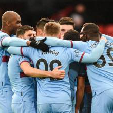 The Hammers celebrate at Sheffield United